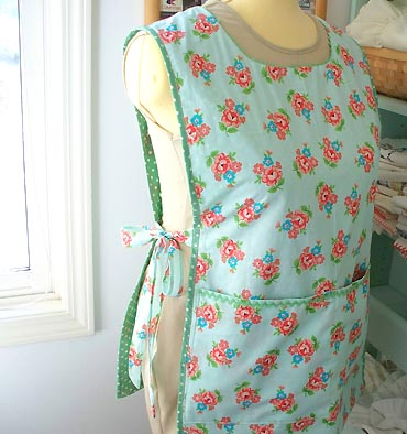 Scattered Thoughts of a Crafty Mom: Fitted Apron Top Tutorial w
