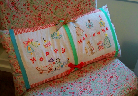 Happy_holidays_pillow