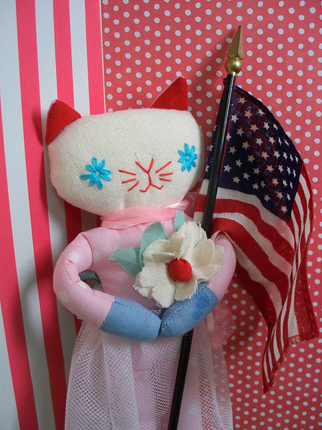 Memorial_day_kitty_470-7234a