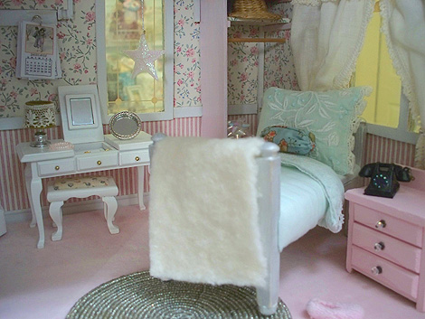 Dollhouse_girls_room_1