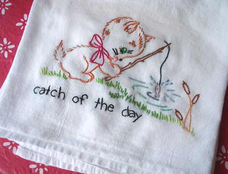 Embroidered_tea_towel_fishing_kitty_1