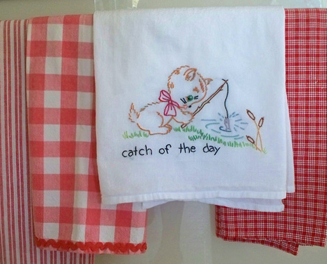 Embroidered_tea_towel_fishing_kitty_2