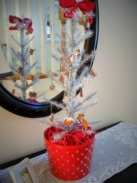 Gingerbread_tinsel_tree