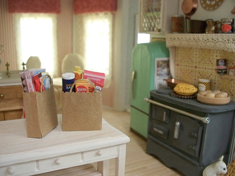 Miniature_grocery_bags