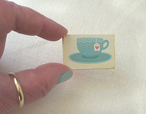 Miniature_wall_art_gallery_teacup-vh2021