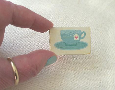 Miniature_wall_art_gallery_teacup-vh2021