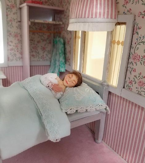 Dollhouse_sleeper